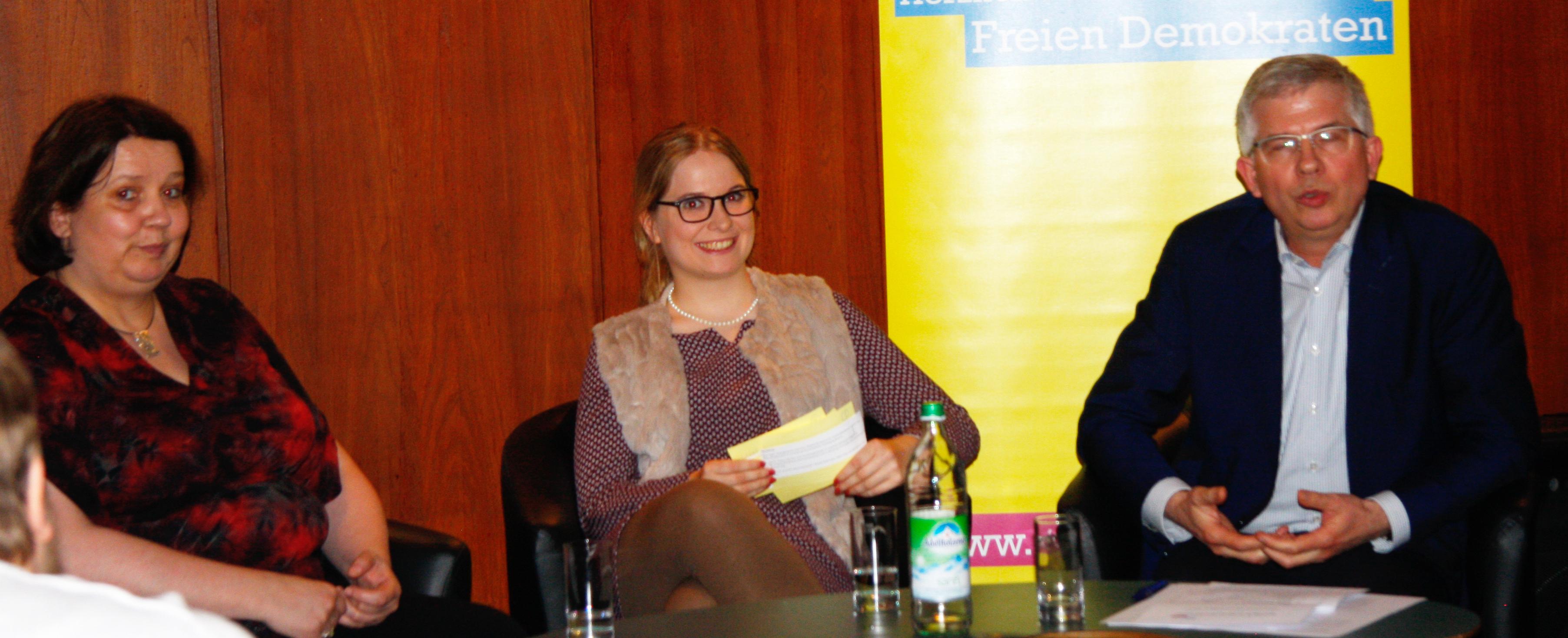 v.l.n.r.: Dr. Ilka Enger, Sophie Bott, Prof. Dr. Andrew Ullmann